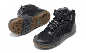 The mini-mountaineer. This hiking shoe is for the kid who hungers for new heights! A tall waterproof boot for children and toddlers. Sturdy reinforced rubber toe and grippy soles. The black colour makes this boot a perfect school shoe.