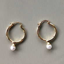 Load image into Gallery viewer, Mette Pearl Gold Hoop Earrings