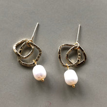 Load image into Gallery viewer, Yara Pearl Gold Earrings