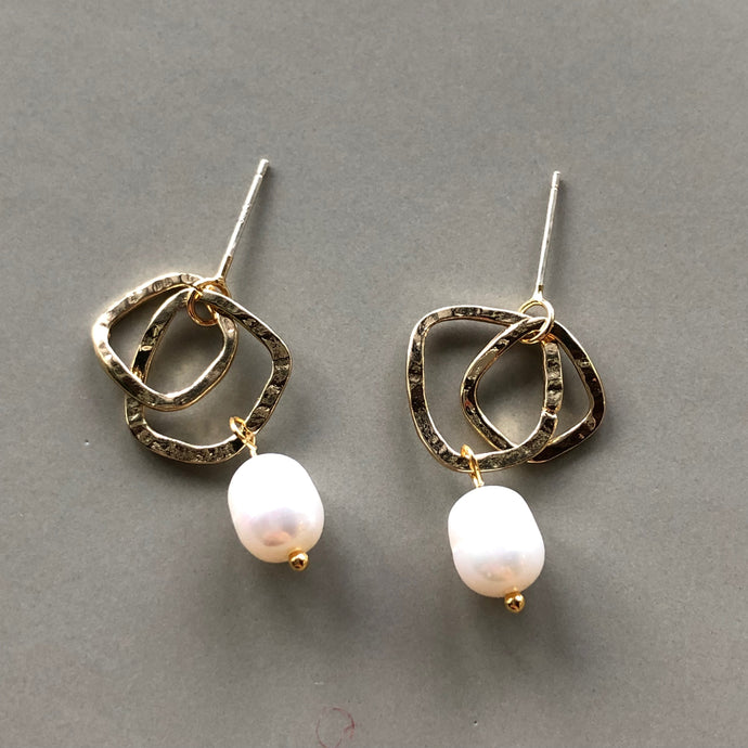 Yara Pearl Gold Earrings