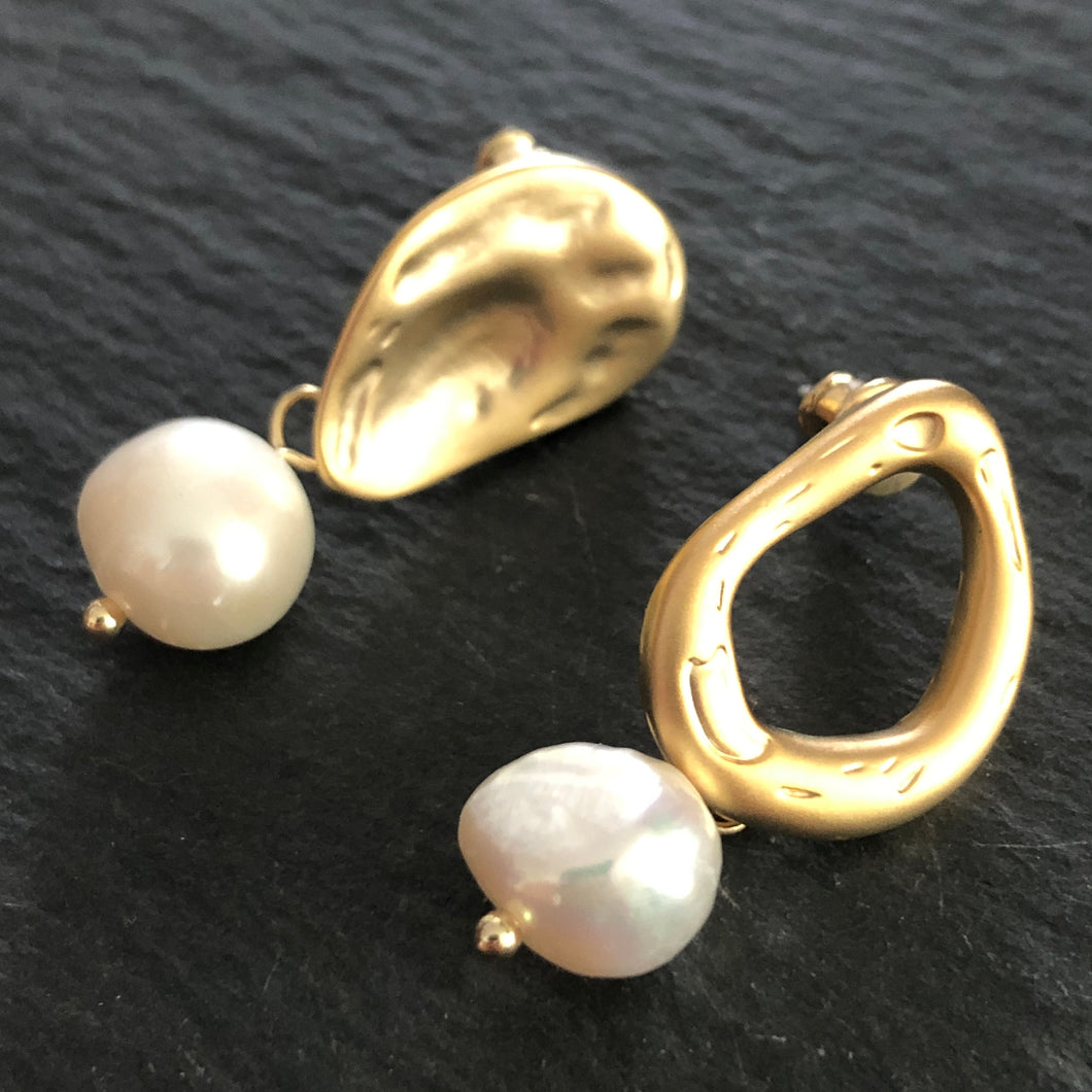 Mona Asymmetrical Gold Pearl Earrings