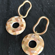 Load image into Gallery viewer, Yuki Pearlescence Resin Earrings