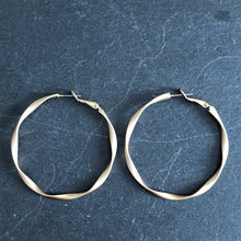 Load image into Gallery viewer, Dea Matte Gold Hoop Earrings