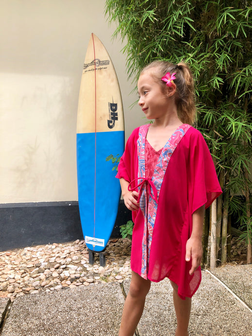 Batifolie Collection, fuchsia chiffon short kaftan with pink and blue ocean coral batik trim, mommy and me kaftan set