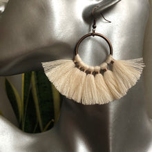 Load image into Gallery viewer, Elu Fan Tassel Earrings