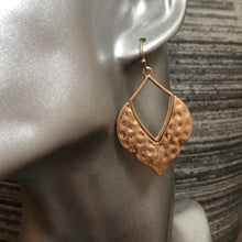 Load image into Gallery viewer, Inayat Earrings
