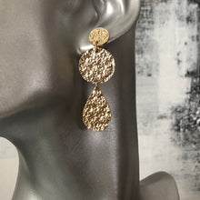 Load image into Gallery viewer, Eidyth Textured Gold Earrings