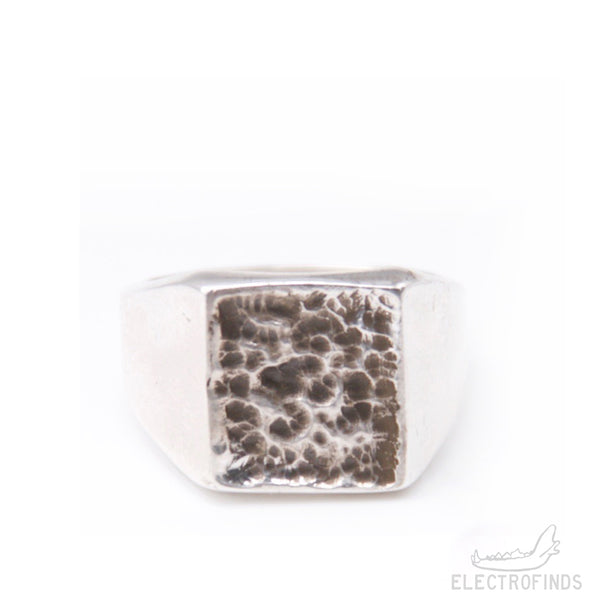 Mantle Surface Signet Ring