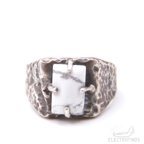 Mantle Signet Ring, Howlite