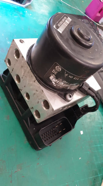 97-02 Volkswagen ABS Control Module  Pump motor Failure or wheespeed