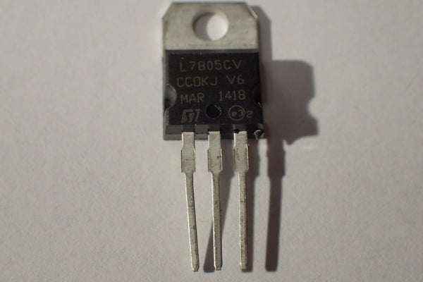 L7805 L7805CV, 5V voltage regulator, 1.5A, TO-220-3