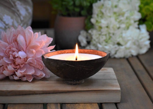 Massage Soy Wax Candle - Fresh citrus top notes with delicate jasmine blossoms and chrysanthemum petals.