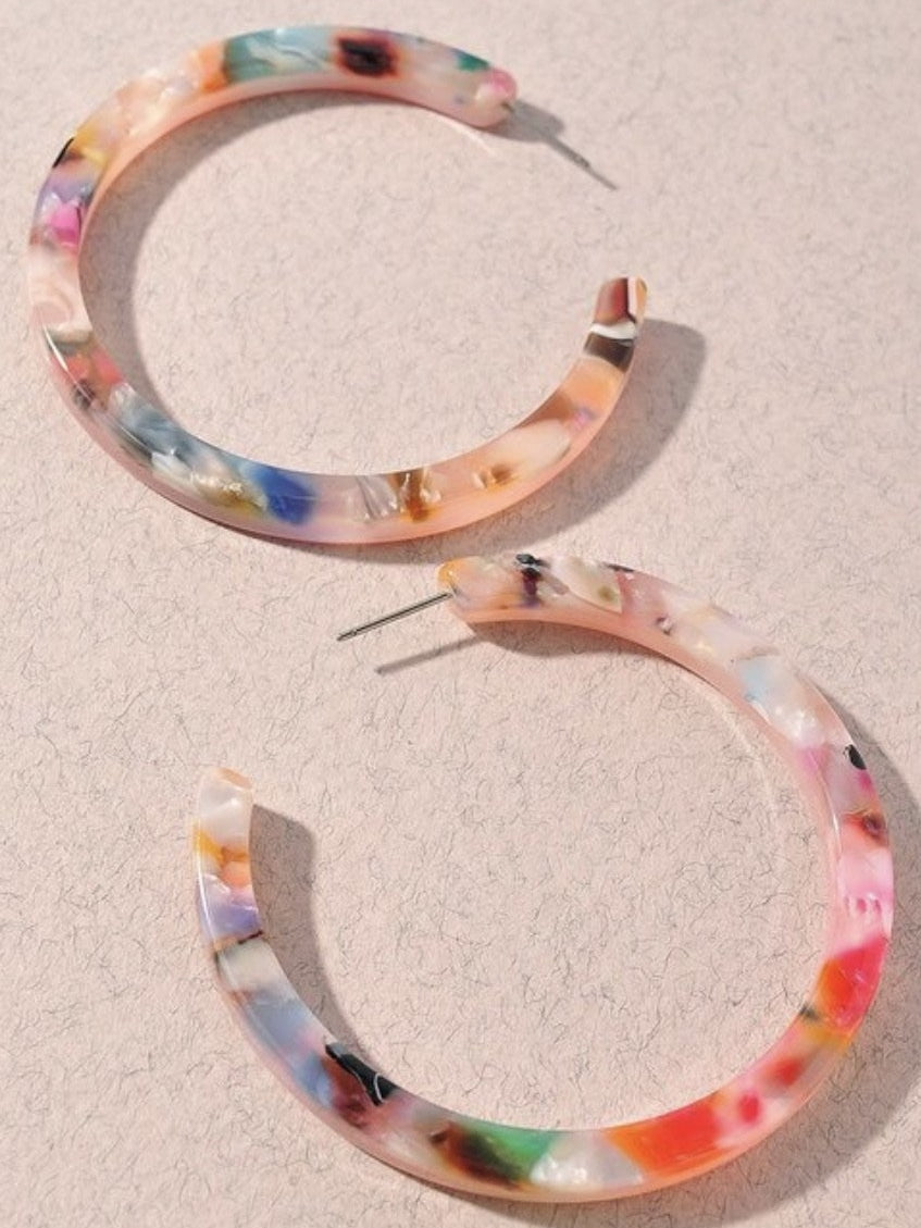 Muted multicolour resin hoops