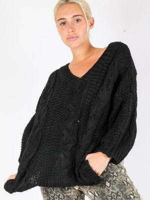 The Que vneck knit black