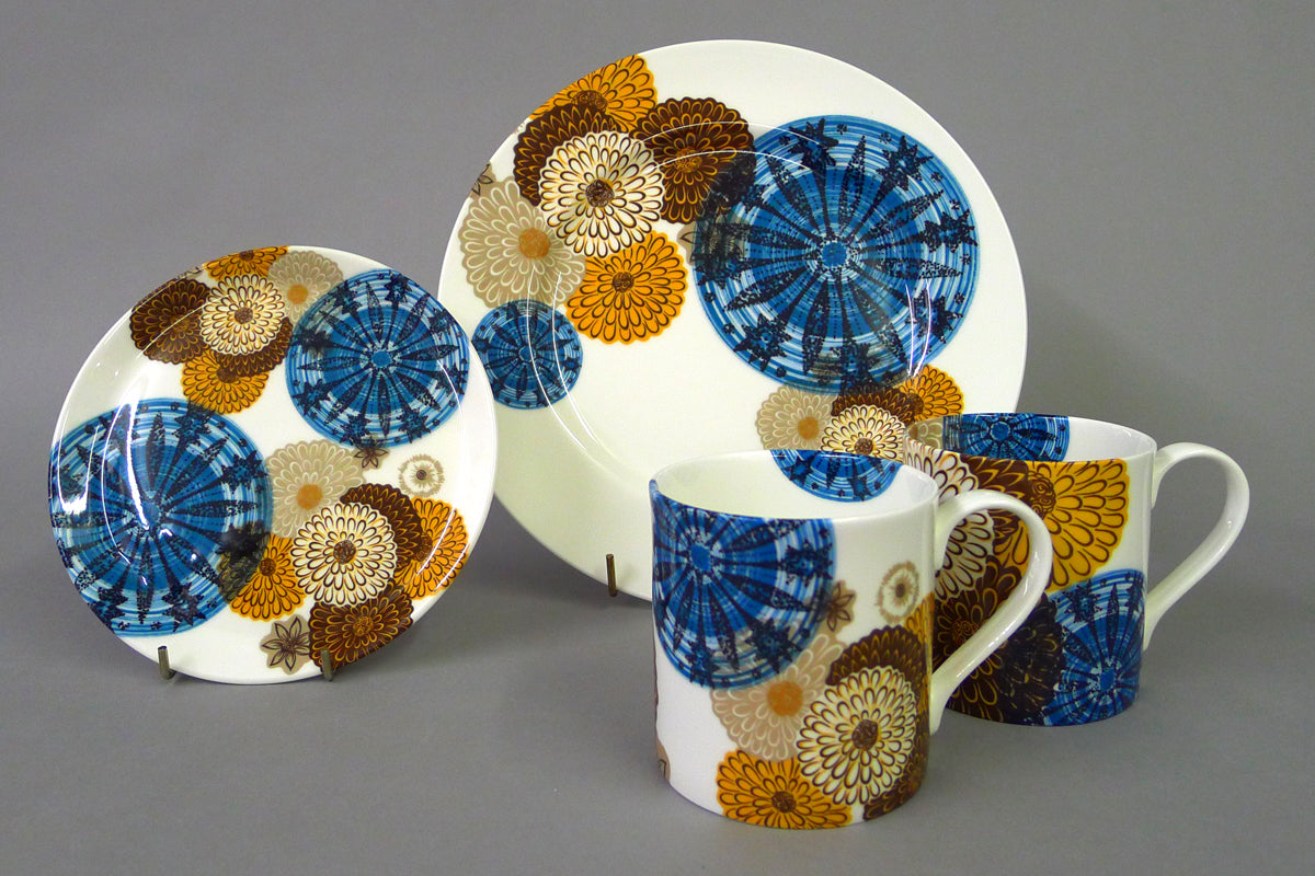 A harmonious combination of two 1960s prints: Zinnia by Myott and Stardust by English Ironstone.  Fine English bone china, made in Staffordshire and decorated with salvaged and rare print from when the ceramics industries closed in England.