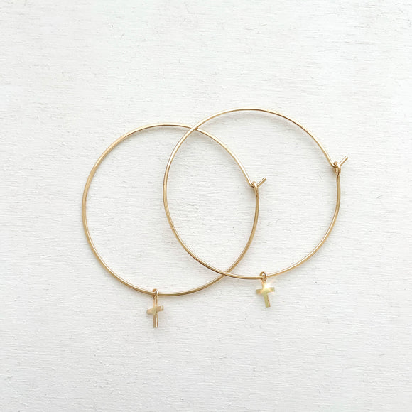 Keep your faith close wherever you go.  These lightweight Cross Hoop Earrings are large yet so dainty with removable mini cross charms.  Each cross charm is carefully handmade with 14k Gold Filled.     14K Gold Filled  Cross size: 7mm x 6mm (0.27