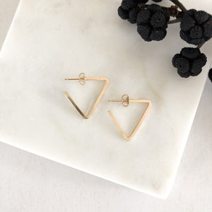 square edge triangle hoops SIMPLE, EDGY, MODERN, DAINTY - ALL IN ONE  These small hoops are perfect style and size for everyday-wear.   14K Gold Filled. simple hoops. simple triangle hoops