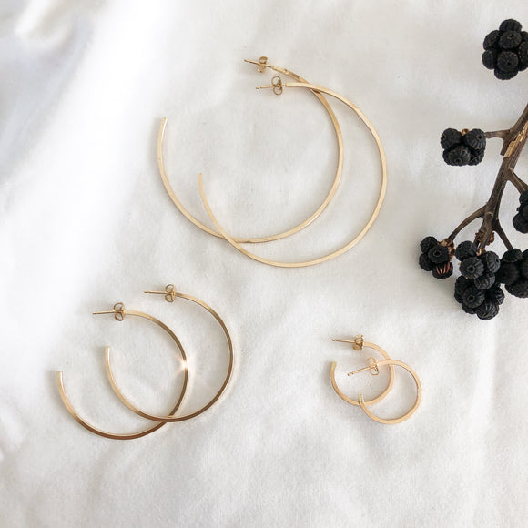 square edge circle hoops SIMPLE, EDGY, MODERN, DAINTY - ALL IN ONE  These small hoops are perfect style and size for everyday-wear.   14K Gold Filled. simple hoops. simple circle hoops. statement hoops. Large circle hoops. Medium Circle Hoops