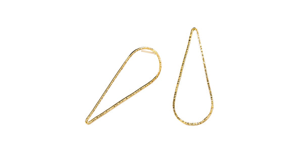 Add the newest modern look in your everyday with this asymmetrical upside down hammered teardrop earrings  14K Gold Filled  Length: 1 5/8
