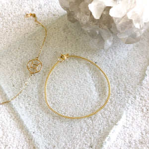 Love simple bracelet? Curb Chain Bracelet is the must-have bracelet to go for a dainty look.     14k Gold Filled