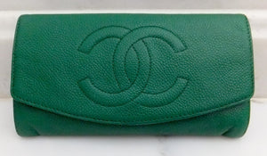 Authentic Chanel Vintage Caviar Evergreen Wallet On Chain (WOC) Handbag
