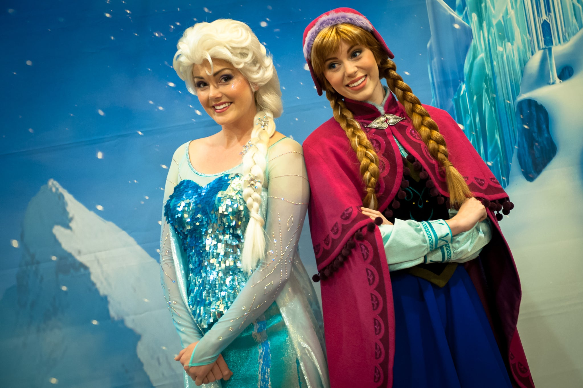 Anna and Elsa meet at Epcot