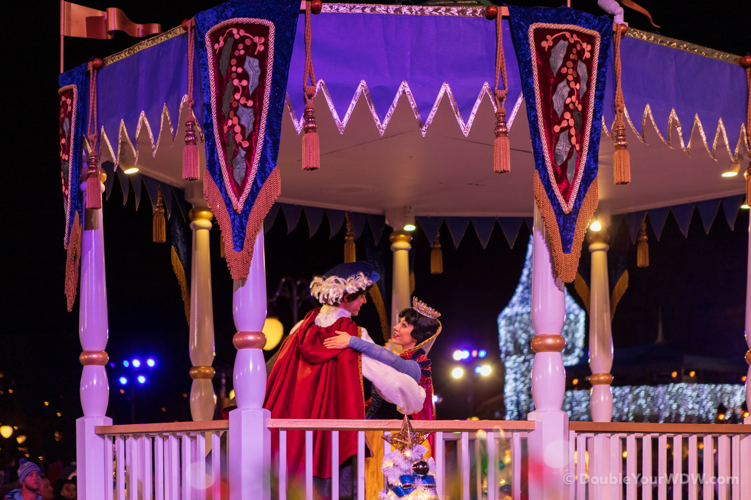 Snow White at Mickey's Once Upon a Christmastime Parade