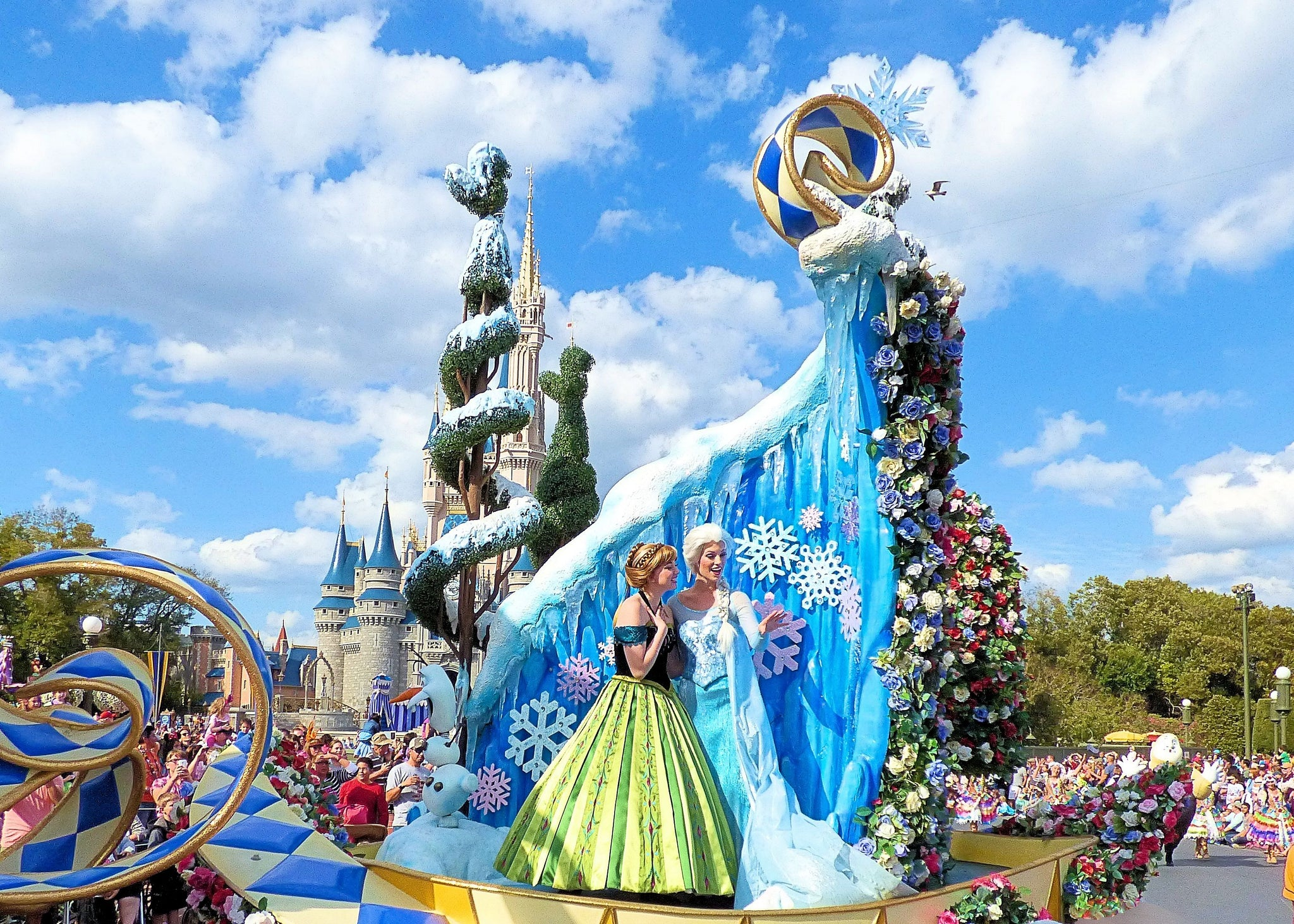 Anna and Elsa Frozen Festival of Fantasy Parade