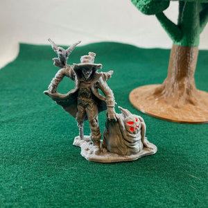 LED Light-up Scarecrow - 28mm Monster Miniatures for D&D Halloween Encounters | Dungeons and Dragons Miniatures