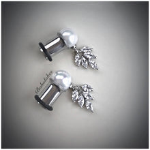 Load image into Gallery viewer, Pearl 10mm 12mm pearl ball crystal leaf foliage dangle plugs tunnels gauges: 6g- 00g