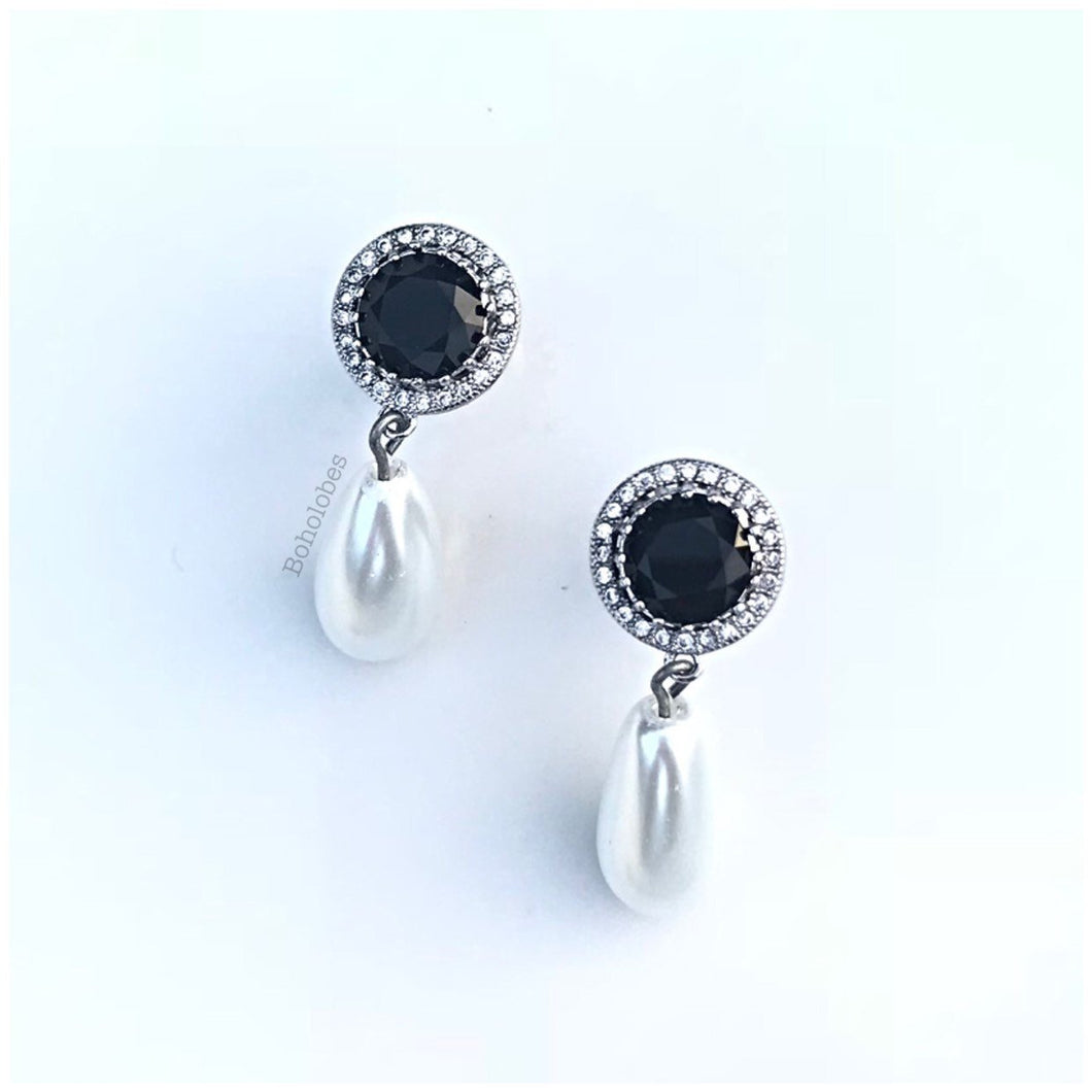 Pair of black or sapphire round CZ halo stud pearl drop wedding plugs gauges 4g - 0g