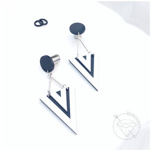 Black and White minimalist retro triangle dangle plugs tunnels for gauged stretched ears: 6g - 00g