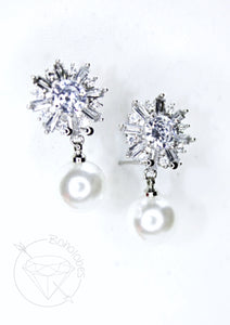Crystal snowflake dangle stainless steel plugs / tunnels for gauges / stretched ears Sizes: 14g, 12g, 10g