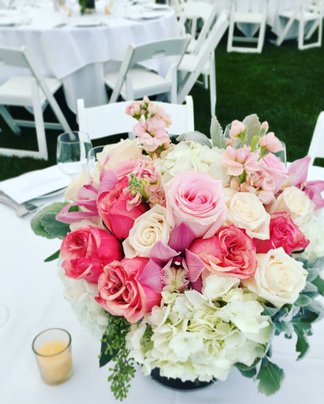 Centerpiece flowers with Roses, Hydrangeas, Snapdragons, and Greens