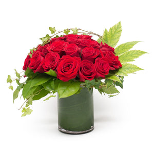 One Dozen Shortstemed Roses in Vase