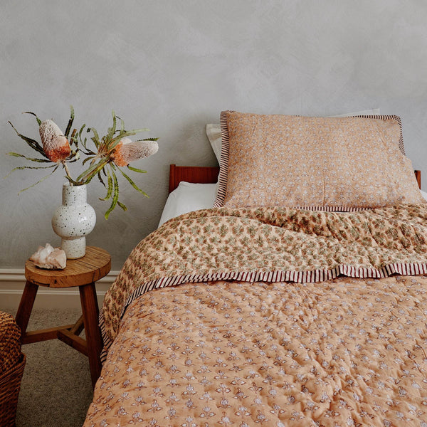 King Single Bedspread in Pink Daisy