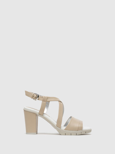 The Flexx Sandalen mit gekreuzten Riemen in Beige