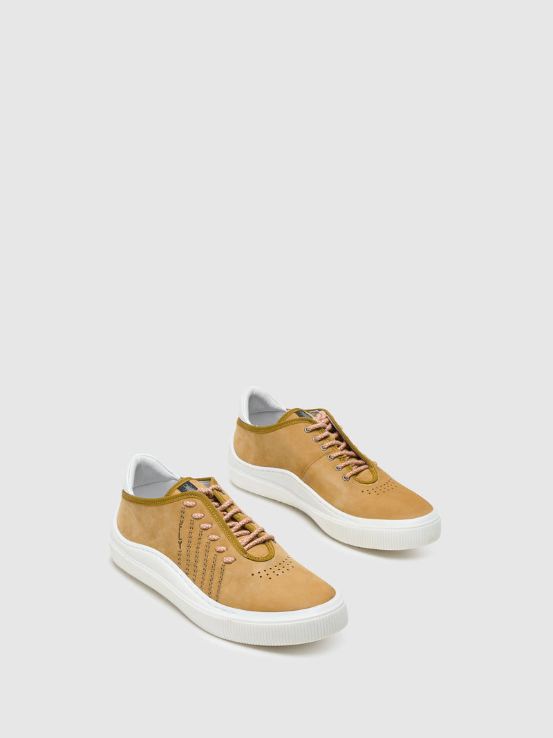 Fly London Sneakers mit Schnürverschluss in Camel