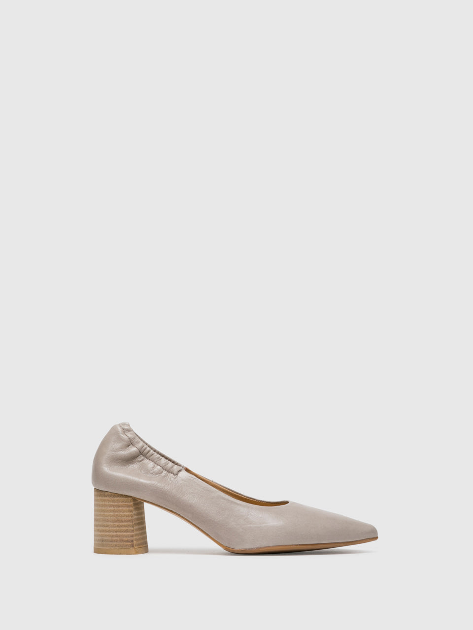 Perlato Pumps mit runder Kappe in Taupe