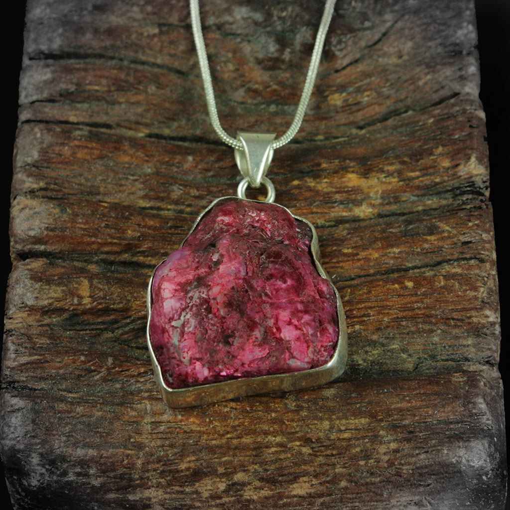ROUGH RUBY PENDANT STERLING SILVER 950