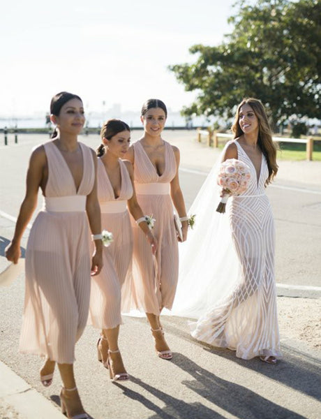 Deep V-Neck Short Bridesmaid Dress with Pleats Pink Wedding Party Dress