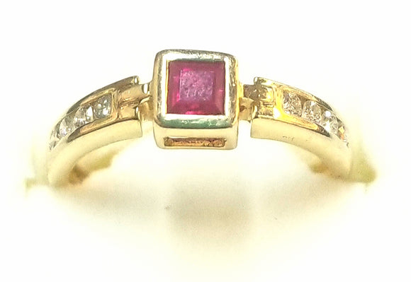 Ruby ring 14 Kt gold