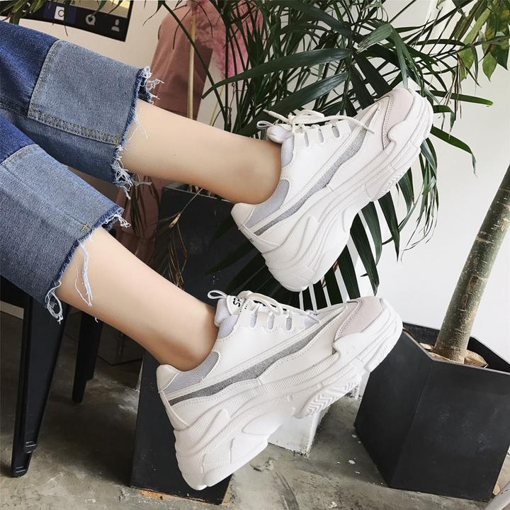11 times how wear white sneakers !