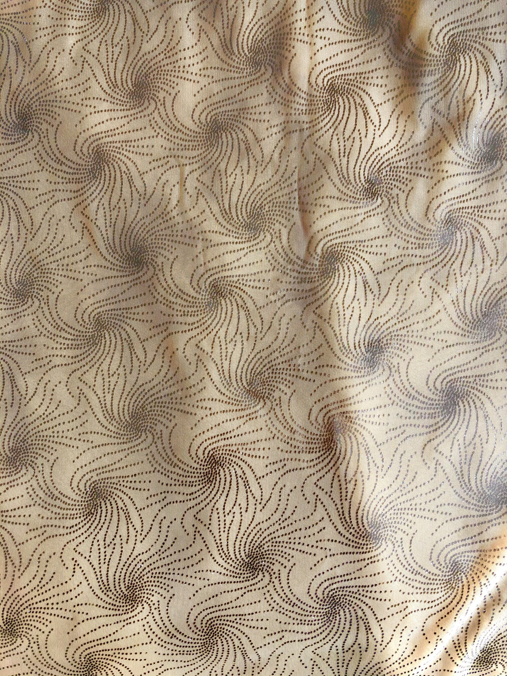 Cutaway Cover - Buttercream With Silver Swirls