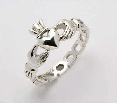 Retired Ladies Silver Claddagh Ring LSF-R219 - Uctuk