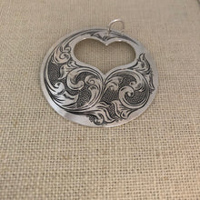 Load image into Gallery viewer, Engraved silver pendant, 2 pieces