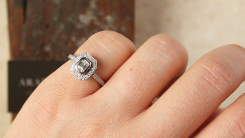Choosing your girlfriend's engagement ring - the right choice at the right price