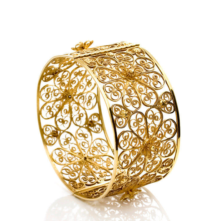 Filigree Rosette Bangle. Yellow gold