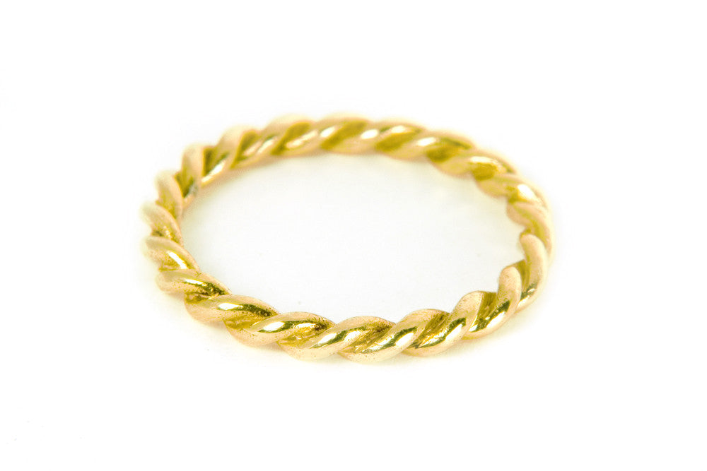 Lace Single Ring. Yellow Gold