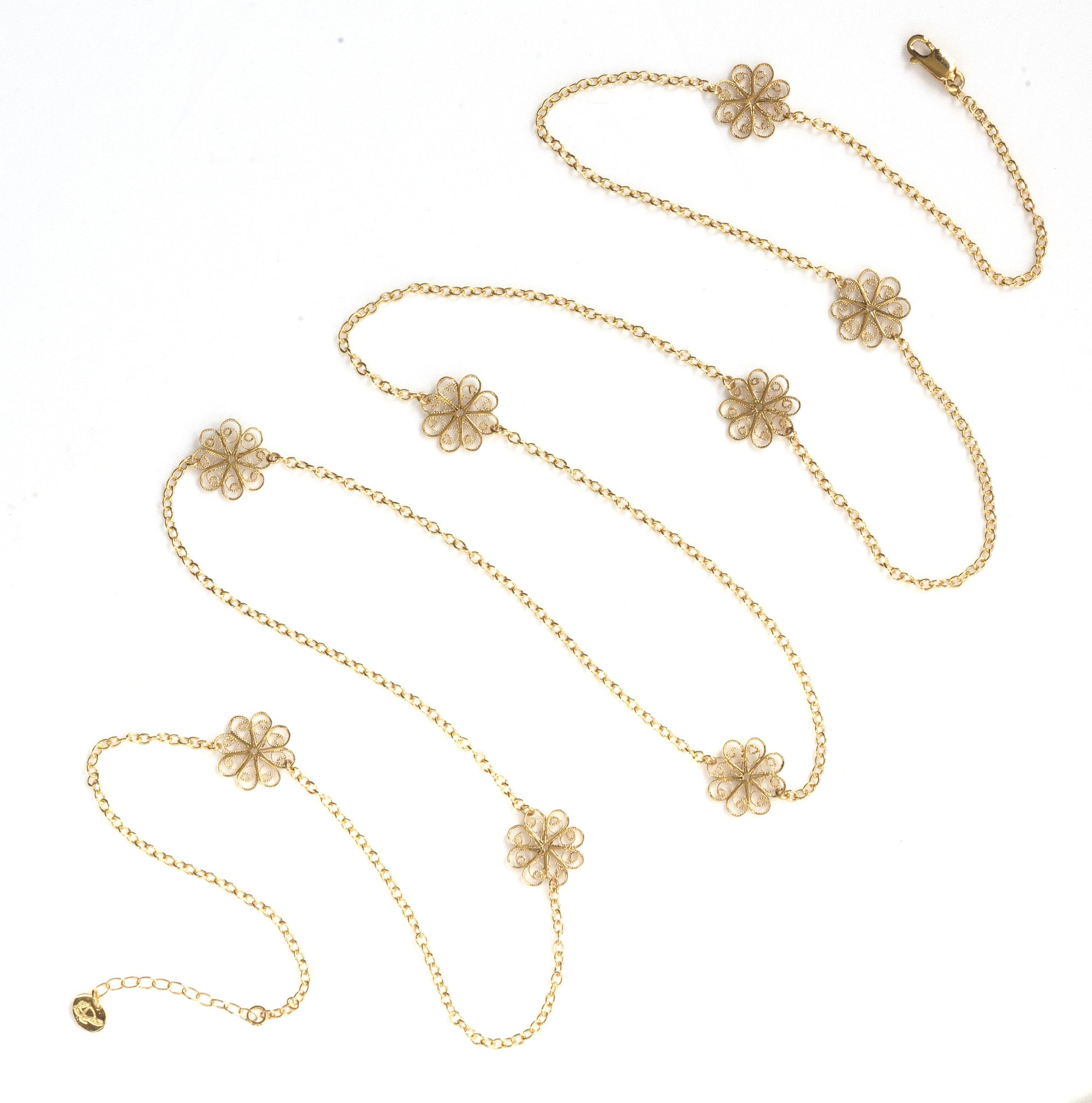 Filigree Enchanting Rosette Necklace in Yellow Gold